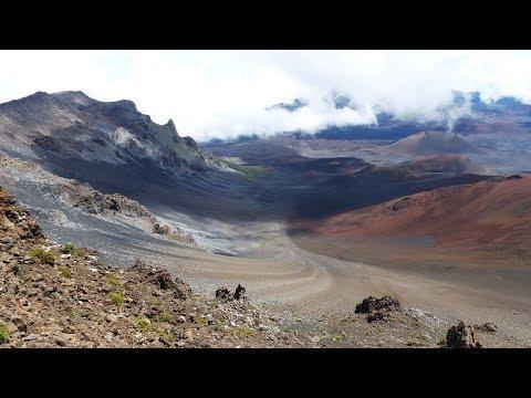 SLIDING SANDS TRAIL (KEONEHE'EHE'E) - HALEAKALA NATIONAL PARK - MAUI - HAWAII
