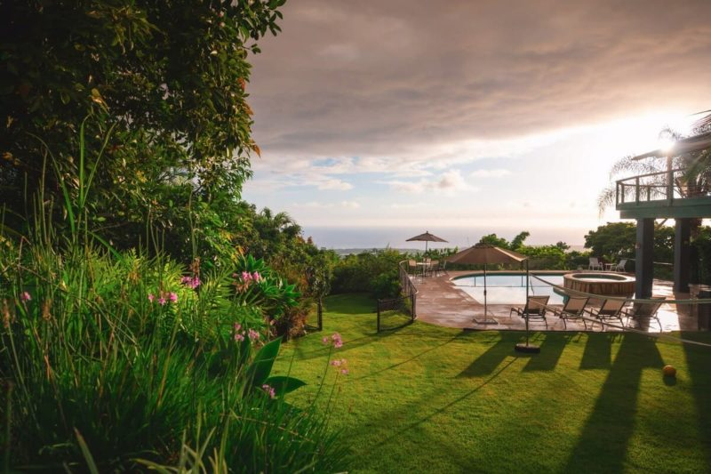 overview of the outdoor space of the Kona Heavens Hideaway